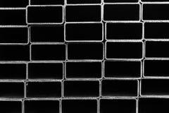El perfil del tubo, el perfil cuadrado del tubo en blanco y negro Imagenes de archivo