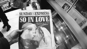 El periódico expreso de la portada de domingo en la boda real del quiosco británico