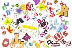 El periódico pone letras al fondo de los números Imagen de archivo libre de regalías