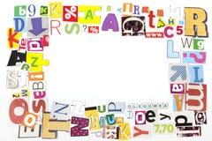 El periódico pone letras al fondo del marco Imagen de archivo libre de regalías