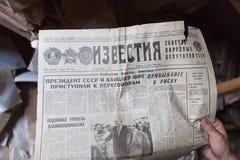 El periódico soviético viejo Izvestia Foto de archivo libre de regalías