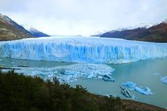 El Perito Moreno Glacier en el parque nacional del Los Glaciares, sitio del patrimonio mundial de la UNESCO en Santa Cruz Provinc imagenes de archivo