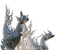 El perro y el gallo místicos en un tejado rematan Imagenes de archivo