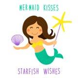 El personaje de dibujos animados dibujado mano infantil linda de la pequeña sirena con las estrellas de mar del mar, la cáscara y ilustración del vector