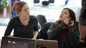 El personal de oficina sube con un nuevo acercamiento a la puesta en práctica del plan de las ventas metrajes
