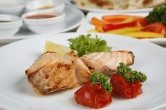 El pescado es verdor frito del limón del tomate de la decoración Fotos de archivo
