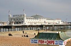 El pescado y salta adentro Brighton Fotografía de archivo
