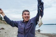 El pescador ha enganchado pescados brema Fresco-cogida imágenes de archivo libres de regalías