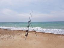 El pescar con caña del mar imagenes de archivo