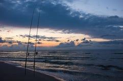 El pescar con caña en la oscuridad Imagen de archivo