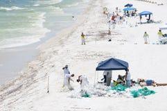 El petróleo se lava en tierra en la playa de Pensacola Imagen de archivo libre de regalías