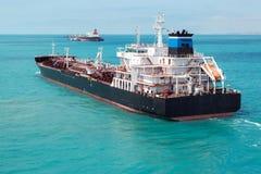 El petrolero del producto derivado del petróleo está en curso imagen de archivo