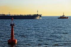 El petrolero hacia fuera al mar Imágenes de archivo libres de regalías