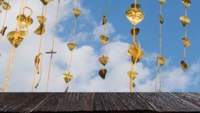 El pho del oro deja la ejecución en árbol de oro y x28; image& x29 de la falta de definición; con el selecte Imagenes de archivo