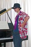 El pianista joven juega rock-and-roll Fotos de archivo