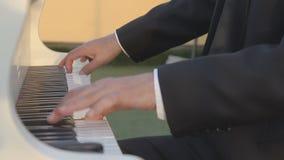 El pianista juega el piano metrajes
