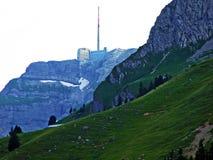 El pico alpino hermoso y dominante de Säntis en la cordillera de Alpstein imagen de archivo