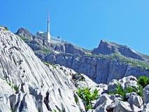 El pico alpino hermoso y dominante de Säntis en la cordillera de Alpstein fotos de archivo