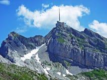 El pico alpino hermoso y dominante de Säntis en la cordillera de Alpstein imagenes de archivo
