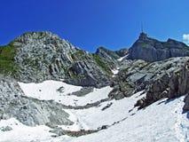 El pico alpino hermoso y dominante de Säntis en la cordillera de Alpstein fotografía de archivo libre de regalías