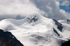 El pico de Wildspitze (3.774 m /12, 382 pies) Imagen de archivo libre de regalías