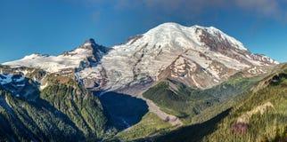 El pico del Monte Rainier imagen de archivo libre de regalías