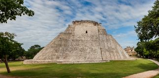 El piramyd del mago en el sitio arqueológico de Uxmal, Yuca foto de archivo libre de regalías
