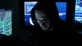 El pirata informático incorpora software para robar la información del inicio de sesión, programador profesional de las TIC que H almacen de video