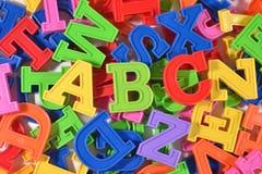 El plástico coloreado pone letras a ABC Fotos de archivo libres de regalías