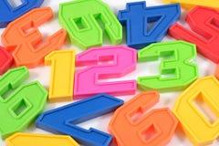 El plástico colorido numera 123 en blanco Imágenes de archivo libres de regalías