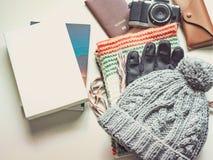 El plano largo del viaje de la estación del día de fiesta y del invierno pone concepto del wint Foto de archivo libre de regalías