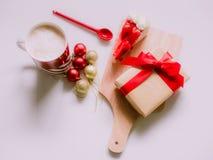 El plano mínimo pone el concepto para la Navidad y el evento del Año Nuevo por el cof Fotografía de archivo