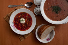 El plato nacional ruso es borsch rojo imagenes de archivo