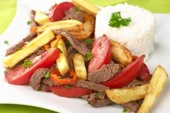 El plato peruano llamó Lomo Saltado Imagen de archivo