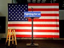 El podio vacío lee 'luchar para los E.E.U.U.' en Hillary Clinton Rally en Fotos de archivo libres de regalías
