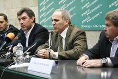 El político Garry Kasparov habla en una rueda de prensa la oposición imágenes de archivo libres de regalías