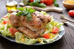 El pollo asado con la verdura adorna Imagenes de archivo