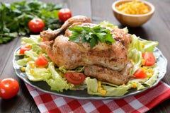 El pollo asado con la verdura adorna Imagen de archivo libre de regalías