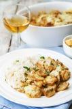 El pollo coció con las setas y el queso con arroz Foto de archivo libre de regalías