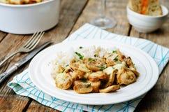 El pollo coció con las setas y el queso con arroz Fotografía de archivo libre de regalías