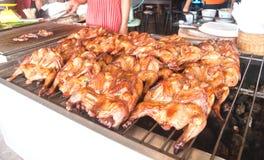 El pollo es parrilla en la estufa Imagen de archivo