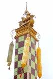 El polo doble antiguo del cisne de Myanmar en Bago (Hongsawadee), Myanmar aisló en el fondo blanco Imagenes de archivo