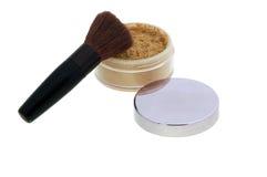 El polvo del maquillaje, se ruboriza, los cepillos Foto de archivo