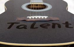 El polvo en la guitarra El talento de la inscripci?n foto de archivo