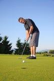 El poner del golfista Imagen de archivo libre de regalías