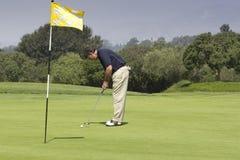 El poner del golfista Imagen de archivo