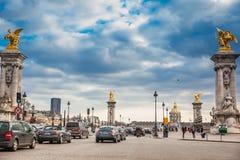 El Pont Alejandro III de un día de invierno de congelación en París fotos de archivo libres de regalías