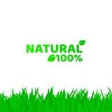 el 100 por ciento de natural Hierba verde, fresca en un fondo blanco Un lugar para sus proyectos Texto original Producto natural  Foto de archivo