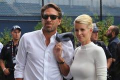 El portero Henrik Lundqvist de los New York Rangers con su esposa llegó para el partido final para hombre el US OPEN 2015 imagen de archivo