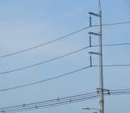 El poste de la electricidad con el alambre Imagen de archivo libre de regalías